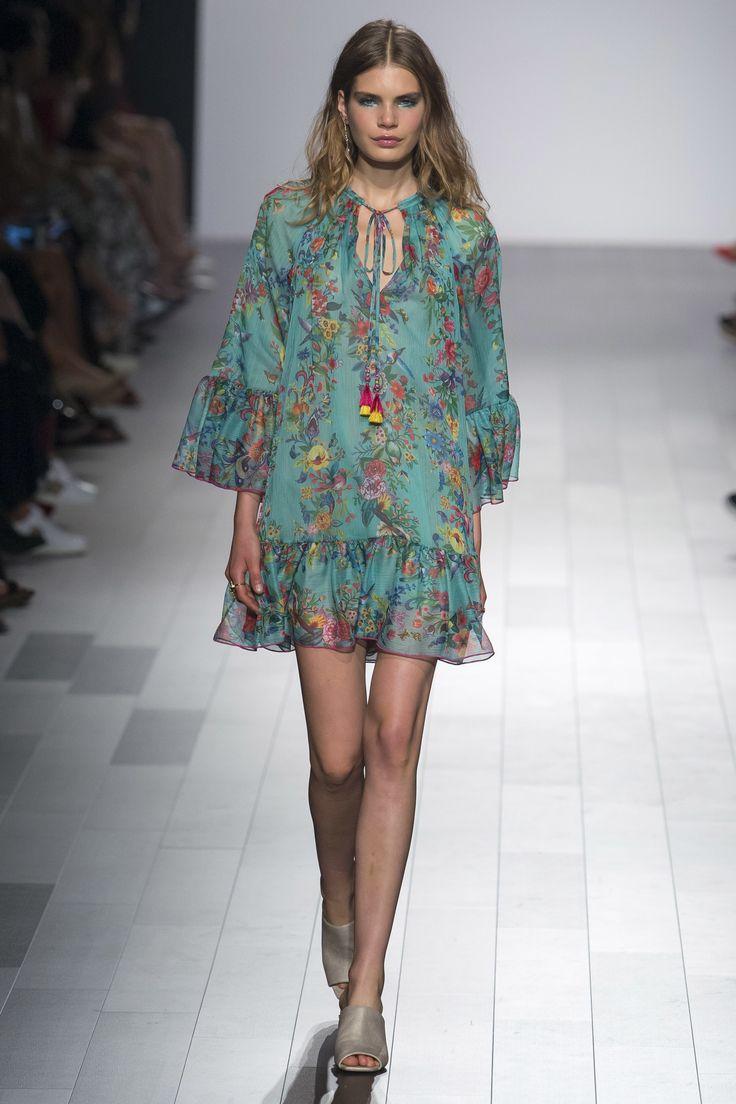 EASY DRESS  Tadashi Shoji Spring 2018 Ready-to-Wear Collection Photos - Vogue