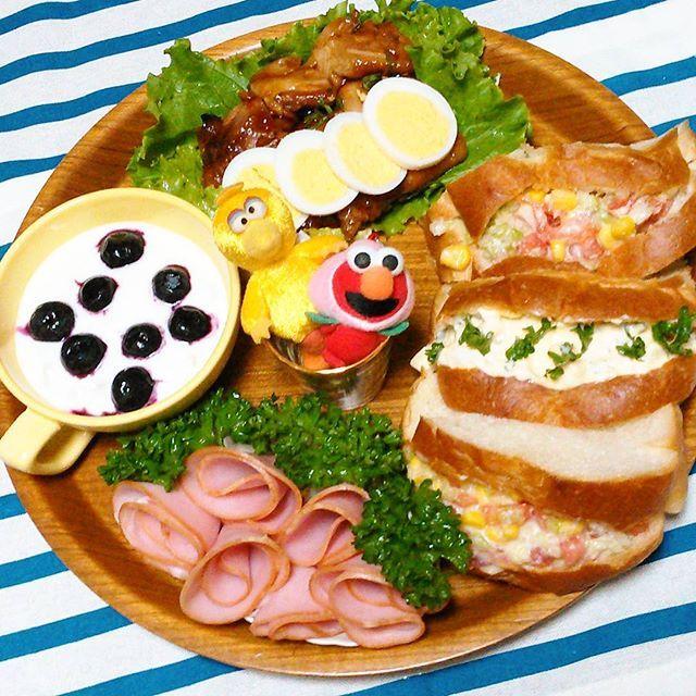 短い夏だった  良い9月になるといいね  今日はエルモとビッグバード  一緒に( ´艸`)プレートを飾る  #夕食#晩ごはん#パン #おうちごはん#ぱぁァん #てりやきチキン #おうちカフェ #サンドイッチ #ワンプレート#盛り付け #ビッグバード#りえむぷれーと #パンプレート#エルモ #サンドイッチプレート #dinner#food#Instafood #Instachef#bread#delicious #oneplate#cooking #sandwich#egg#cabbage #Elmo#bigbird#sesamestreet