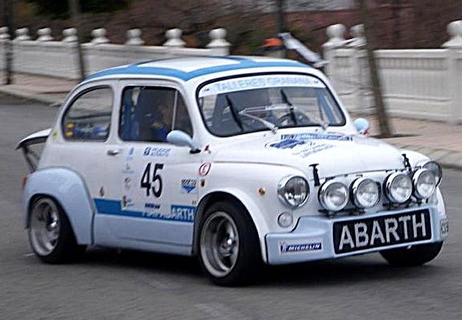 Abarth Fiat 600, voiture de course de 1956 La Fiat 600 Abarth, cette ancienne voiture de course fut produite de 1956 à 1971 en 15 motorisations de 0.7 L à 0.9 L présentant des puissances de 42 ch à 110 ch.