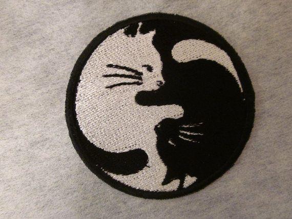 Ying Yang Katzen Eisen auf patch von BalkisBoutique auf Etsy