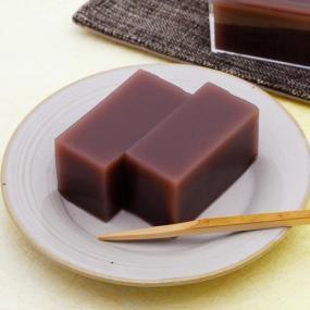 暑い季節にぴったりな冷たい和菓子。とびきりのあんで作る、シンプルな水ようかんは格別!おもてなしにもおすすめですよ。