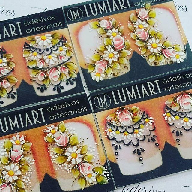 """""""Bem me quer, mal me quer  Bem me quer, mal me quer... Bem me quer!!!"""" Suas unhas querem um adesivo com a qualidade que só a Lumiart oferece!  #belezanodetalhe #art #nails"""