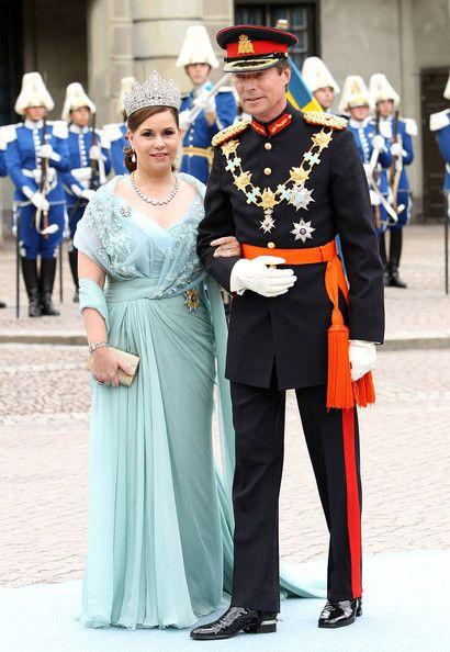112 best royalty in eli saab images on Pinterest | Queens, Crown ...