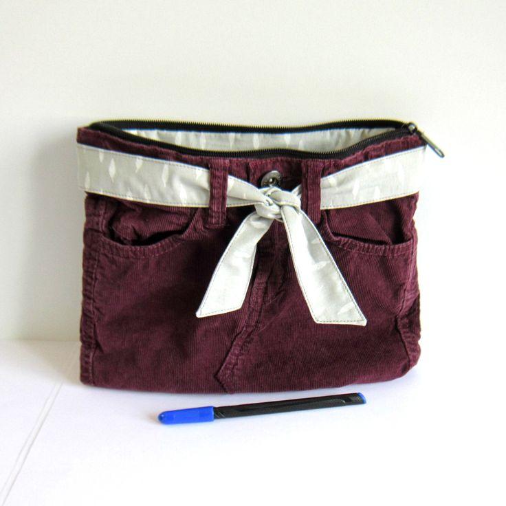 Trousse multi poches velours violet recyclé, doublée en coton gris motifs plumes blanches : Trousses par melkikou-upcycling