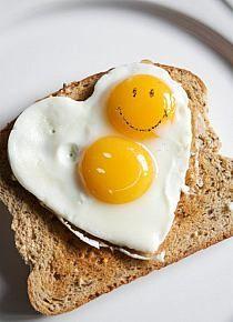 Serduszkowy tost z jajkiem :)