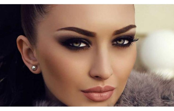 Тот макияж глаз, который сделает глаза еще выразительнее, настоящий, правильный. Удели достаточно внимания бровям! Ухоженные брови отыгрывают решающую роль в макияже глаз. Нанеси хайлайтер на внутренние уголки глаз...