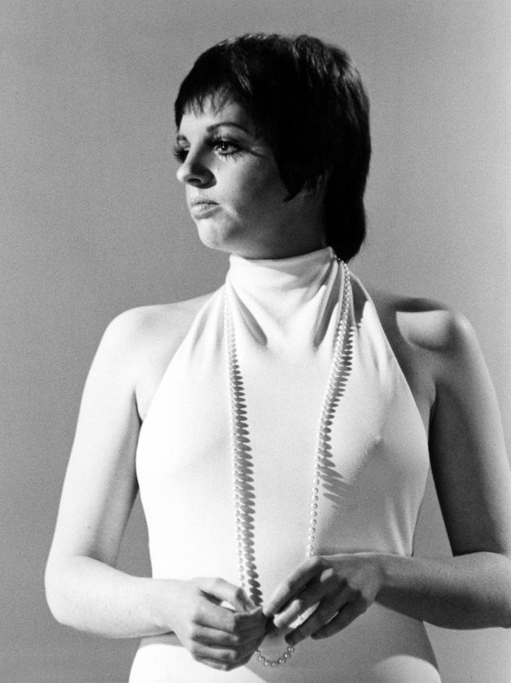 Liza Minnelli, 1974 #pearls #jewelry #styleicon