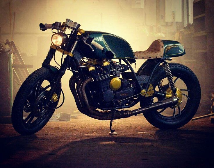 První Café - Mcqueen`s Toy  #caferacer #mcqueen #motorcycle #motorcycles #customized #green #gold #customizedmotorcycles #blackcloud