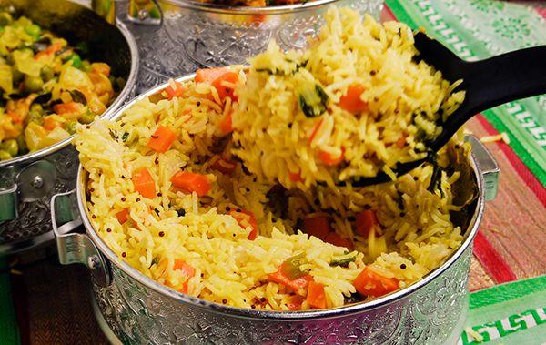 Riz d'accompagnement traditionnel, vite fait, bien fait. Ingrédients 2 tasses riz basmati 3 c. à soupe huile végétale ou ghee 1 c. à thé de graines de moutarde brune 1 ½ tasse légumes au choix en dés fins 1 c. à thé gingembre râpé 1 c. à thé garam masala 1 c. à thé curcuma …