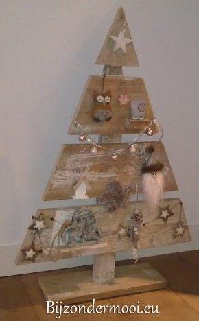 Mooie houten kerstboom speciaal gemaakt door Bijzondermooi.eu