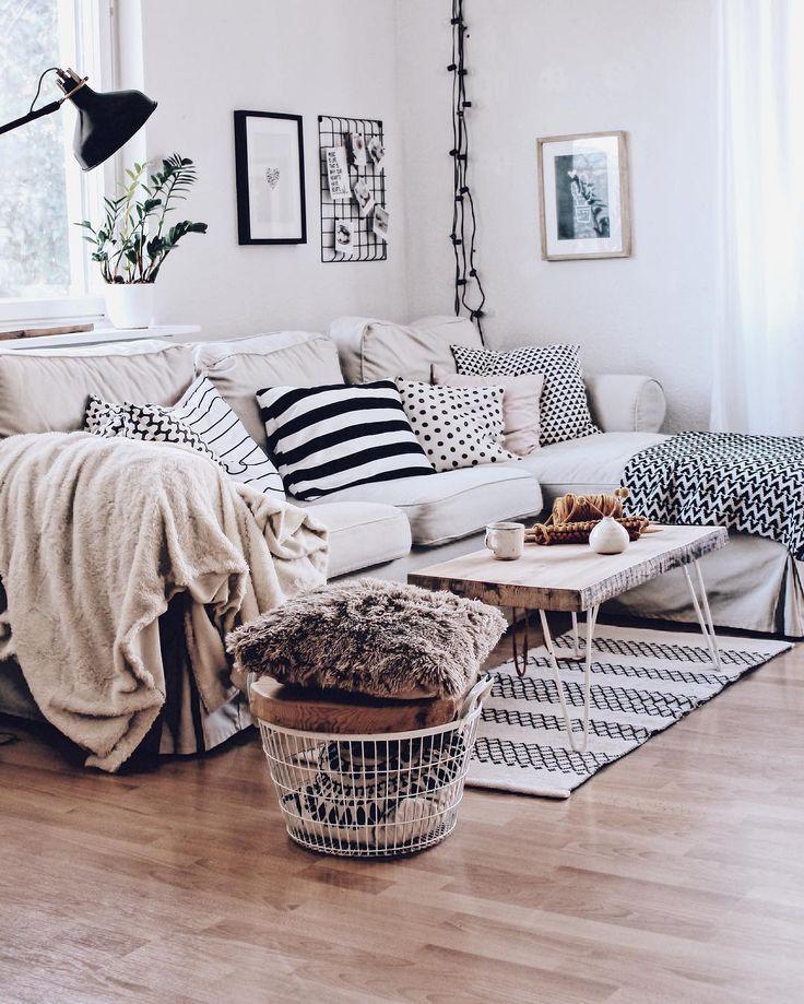 Wohnzimmer im skandinavischen Stil – Gemütliches Wohnzimmer mit Sofa Ektorp – Regal Dekorieren