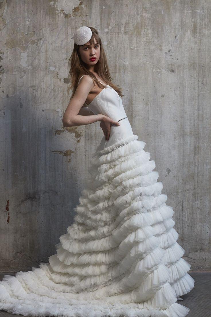 Look#4 CHERIE  Cherie, l'abito couture per eccellenza, sofisticato e charming è il look sposa progettato per moderne principesse irriverenti, perchè a uno stile romantico contemporaneo.   #UnexpectedBride #AnnagemmaMilano #AnnagemmaBride