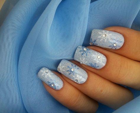 Weihnachtsnägel hellblau silbern schneeflöckchen