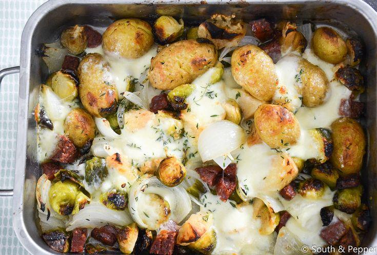 In dit recept laat ik je zien hoe je makkelijk een heerlijke ovenschotel klaarmaakt met groenten, worst en mozzarella. Lekker en gezond! #gezond #winter #spruitjes #ovenschotel #aardappelen #chorizo #mozzarella #oven #groenten