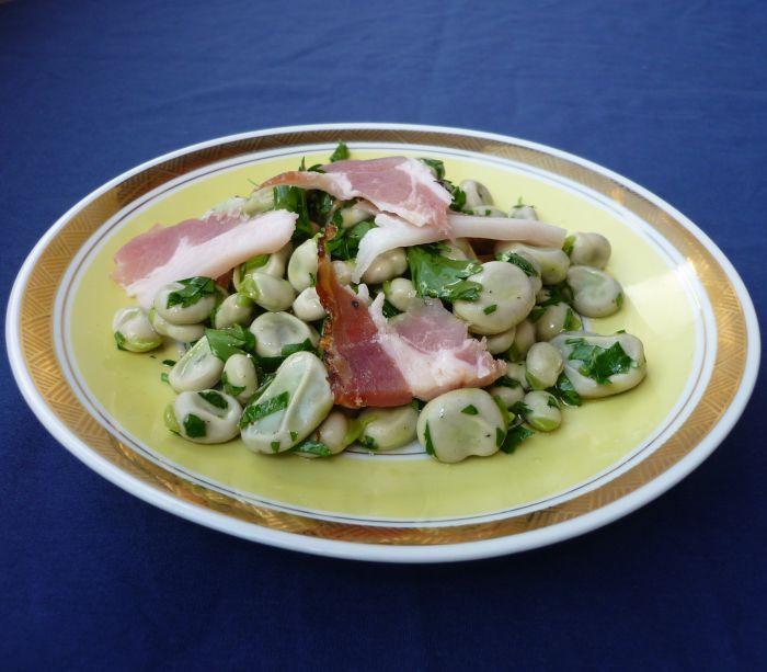 Salade van tuinbonen met spek en peterselie