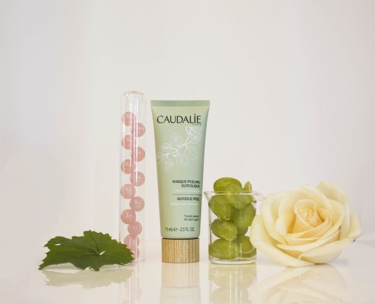 Get glowing! The NEW Glycolic Peel Mask tightens pores, renews skin texture and provides an immediate burst of radiance to brighten, lighten and even your complexion in just 10 minutes. #Caudalie #Spa #Natural #Beauty #Skincare #Masks #DIY