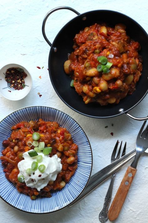#vegetarian Chilli Con Carne! Easy, healthy and spicy this chili con carne is full of protein, vegetables and spices. | dancingthroughsunday.com.au
