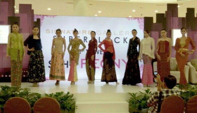 Kebaya batik fashion show by georgea radji #fashion #kebaya #batik #fashiondesigner #georgearadji #fashionkebaya
