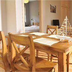 Ozdoba dla domu - drewniany komplet do jadalni. Rustykalne woskowane krzesła i prosty stół. Drewniane meble od firmy MEBLE STEC  dla Villa Mare Grzybowo/Kołobrzeg, www.villamare.com.pl #rustykalne #drewniane #kuchnia #krzesła #stoły #aranżacje #dekoracje