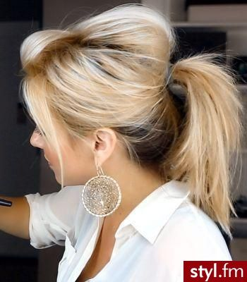 Fryzury Upięcie włosy: Fryzury Średnie Na co dzień Proste Upięcie - CzEkOlAdKa2010 - 2430205