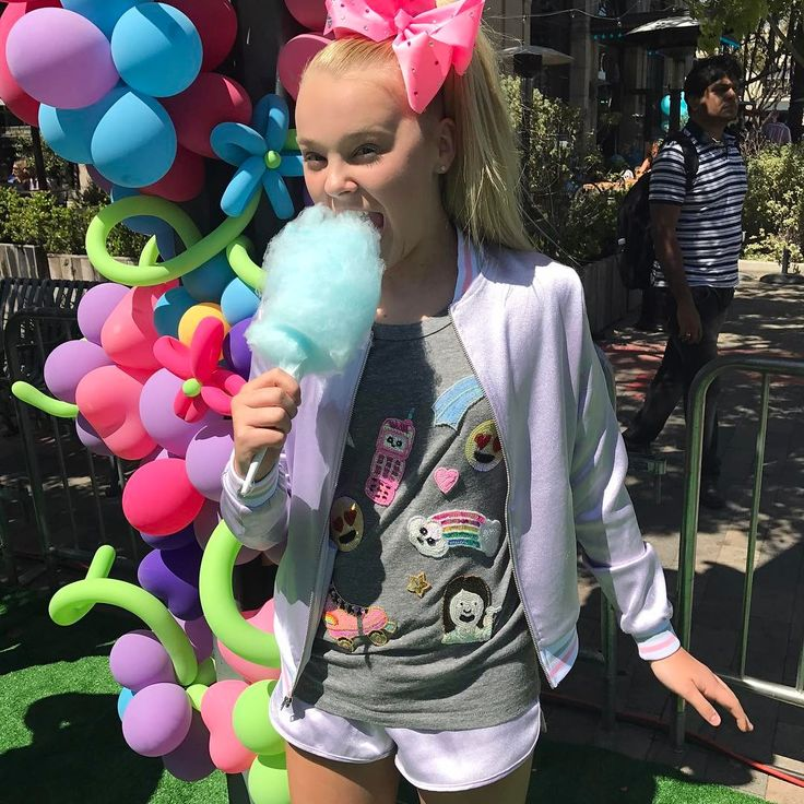 """JoJo Siwa on Instagram: """"✌love and cotton candy ☀️"""""""