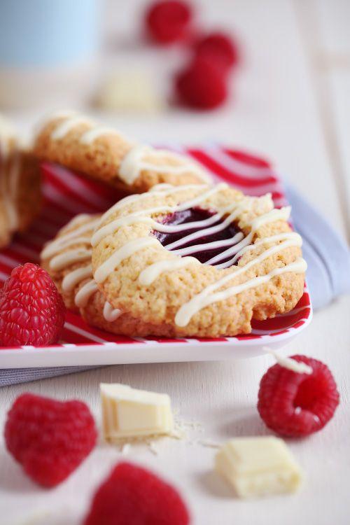 J'adore réaliser ces biscuits ! On les garnit comme on en a envie. Tantôt au chocolat, tantôt au caramel. Mais en cette saison, j'ai plutôt envie de fruits