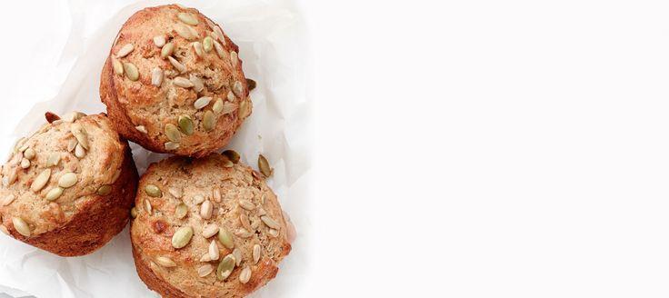 Ces muffins délicieux regorgent de graines croquantes et colorées et font un déjeuner nourrissant, accompagnés d'un verre de lait et d'un fruit.