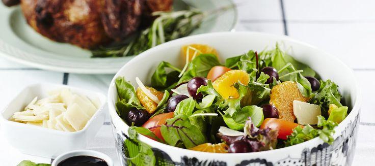 Hedelmäinen salaatti ja broileri