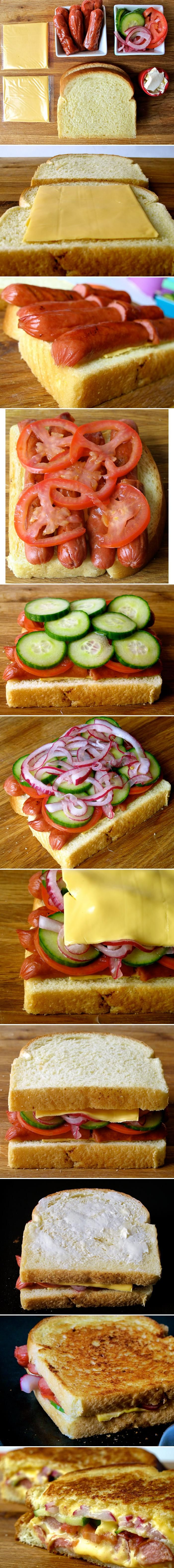 Sándwich de salchichas, tomate...