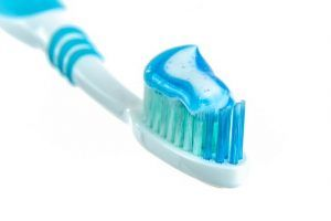 Plastikmüll: In der Zahnpasta dient Mikroplastik als Schleifmittel #Salat #Müll #Plastik #Zahnpasta #Fisch #Umweltverschmutzung #Nachhaltigkeit #Handmadeinthealps #4betterdays #Utopie #Ozean #Peeling #Mikroplastik #Wertschöpfung