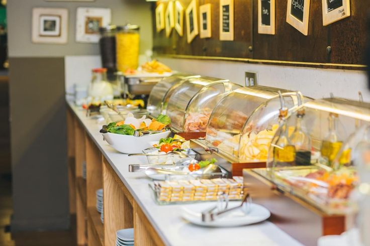 From the early hours of the day, the hotel restaurant service offers a full buffet for breakfast, including gluten-free products, so you will be full of energy for your visit to the center of beautiful Budapest.
