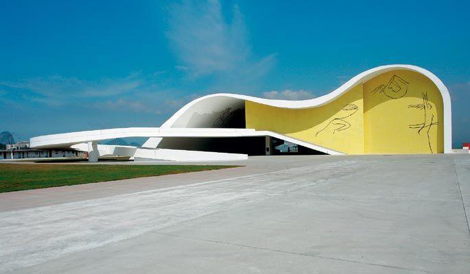 Teatro Popular em Niterói, estado do Rio de Janeiro, Brasil. Obra do arquiteto brasileiro Oscar Niemeyer.