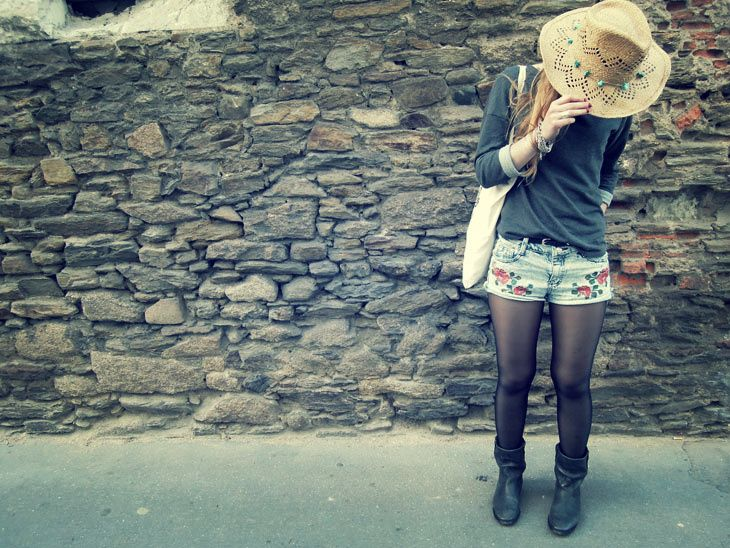 "Chapeau et sweat H / short Choies / boots ""Jenny"" Isabel Marant / ceinture New Look / tote bag Asos"