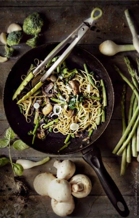 green summer spaghetti with vegetables.