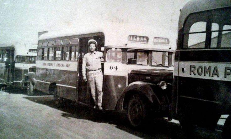 Camiones urbanos en los 1950s en la ciudad de Mexico