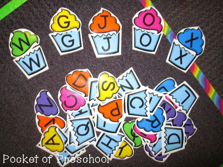 Cupcake letter match game is a fun way to practice letter identification.  Could use during a bakery or birthday theme.  Pocket of Preschool