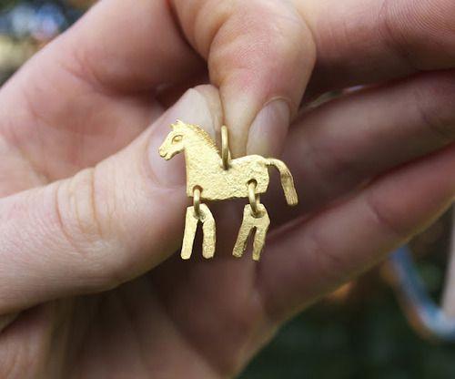 thegoldensmith:    (via THE GOLDEN SMITH)  Foal Pendant- 18k Gold- David Neale