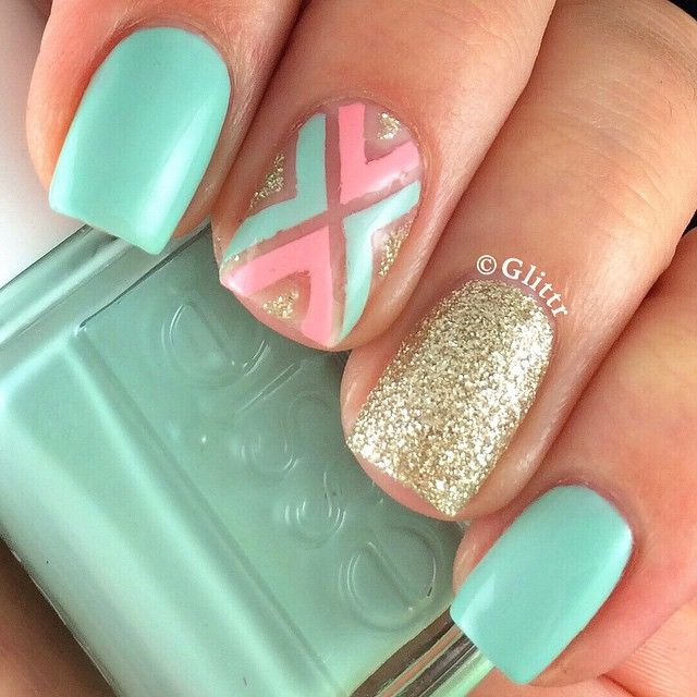Wishing spring was here already.. The good old design, this time with some negative space using @essiepolish Mint Candy Apple, Van D'Go and @opi_products My Favorite Ornament ✨