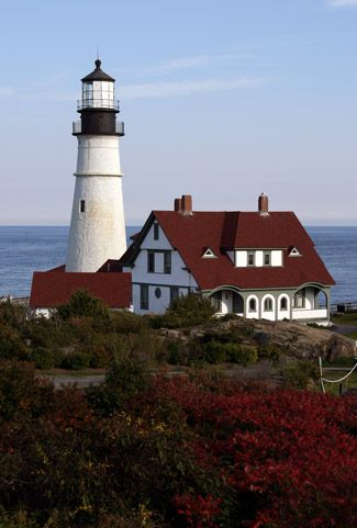 USA: Portland (Maine). Portland Head Lighthouse, located in Fort Williams Park, marking the entrance into Portland Harbor. It was the first lighthouse completed by the United States government, and is the most visited, painted, and photographed lighthouse in New England.