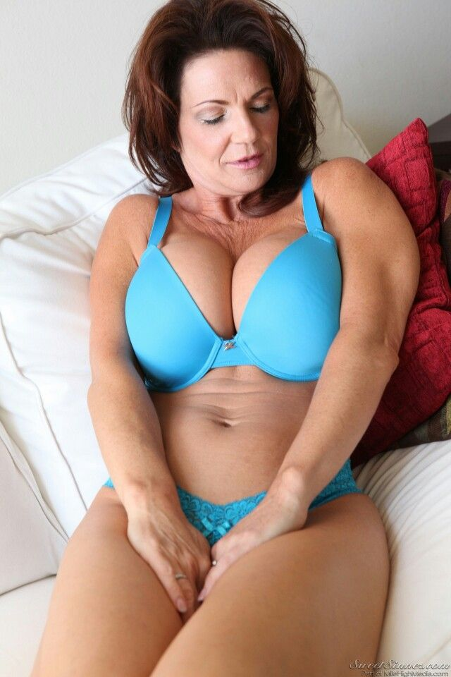 Milf with deauxma