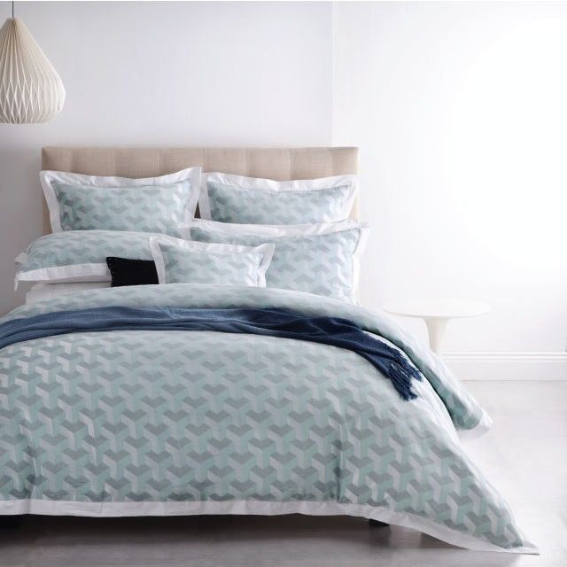 Ultra-modern in design, Oscar Teal takes the simple cube to new heights. A clever combination of yarn colour and pattern creates an optical illusion, the high impact pattern tempered with a cooling grey and teal palette. This soft, yarn dyed collection is framed with an attached white flange to tie all the pieces together #privatecollection #royaldoultonhome