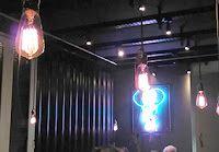 ::::Paulindiana::::: eatDoori #12restaurants2017 Frankfurt, Teil 2 - ndlich mal wieder raus aus Sachsenhausen, nachdem #12restaurants2017 #2 bei Moti Mahal eher unspektakulär und wenig aufregend war - sowohl kulinarisch als auch atmosphärisch.    Lecker, Lecker!  Bei eatDoori hingegen war die Luft voll guter Laune und die Bude gerappelt voll - und nach einer Mango Lassi/Kingfisher Bier als Appero auch unser Tisch!