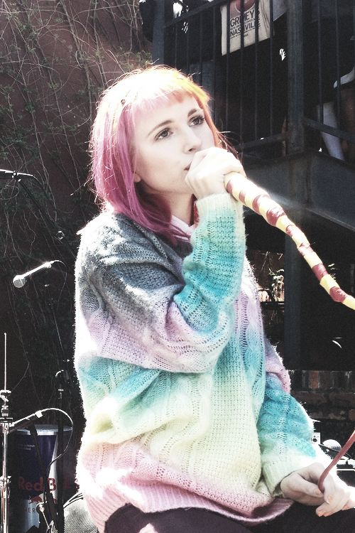 She's so perfect <3 I'm in love with her jumper in this