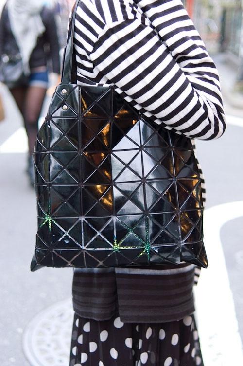 Bilbao lucent basic tote black bao bao street style - Styling bilbao ...