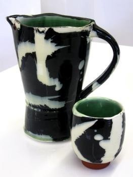 Pinterest FollowersCeramics Clay Pottery, Chips, Ceramic Pottery, Ceramics Pottery, Black And White, Beautiful, Black White, Bunk Bed, Tea Cups