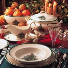 Spode Christmas Tree a family favorite during the holidays. Set your entire table or puchase a bowl or accent piece to a holiday dinner or event. http://www.dinnerwaredepot.com/shop/catalog/handler~event~familySelected~pf_id~1945.htm #spodechristmastree #spodechristmas #christmasdinnerware