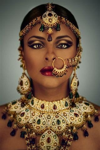 African Bride. Gorgeous makeup, Spectacular headpiece, impeccable EVERYTHING <3