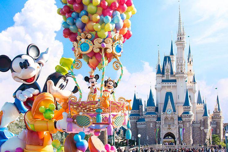 東京ディズニーランドで開催されているデイパレード、「ハピネス・イズ・ヒア」  ディズニーの仲間たちが、音楽・友情・夢などいくつもの