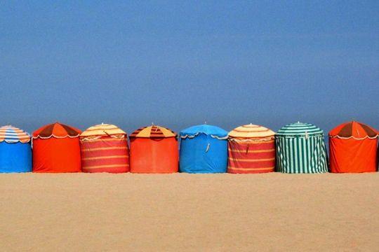 Sur la plage de Deauville : la nouvelle génération de cabanes de plage !