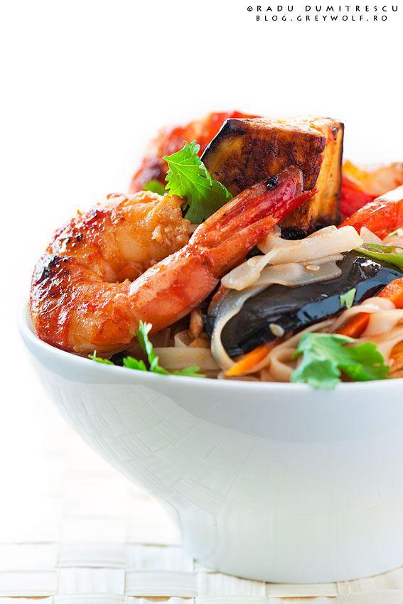 Thai Noodles with Caramelised Shrimps by Radu Dumitrescu, via 500px